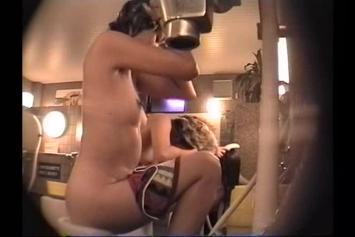 身体を洗う美女達の全裸が見れる!銭湯盗撮動画