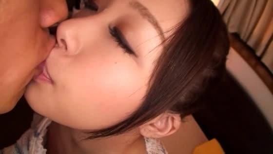 フェラチオからの一発大量顔射で、マジきれいな美人お姉さんの顔を一瞬に...